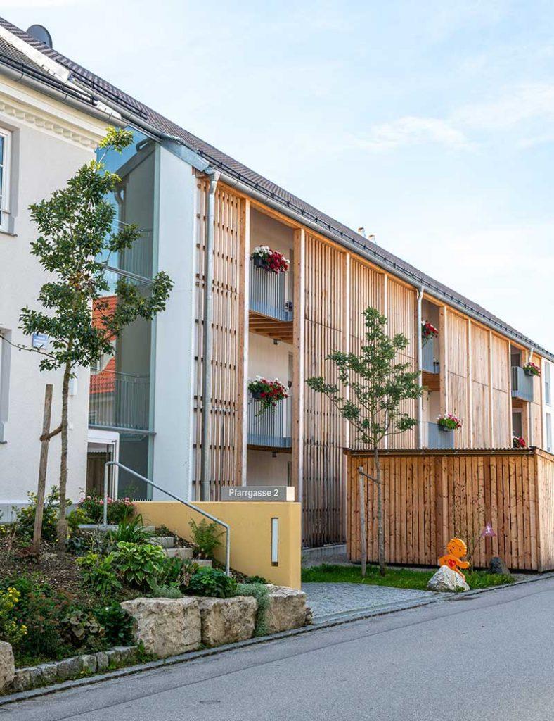 Frontansicht des Mehrgeneration-Wohnprojekts in Windach.