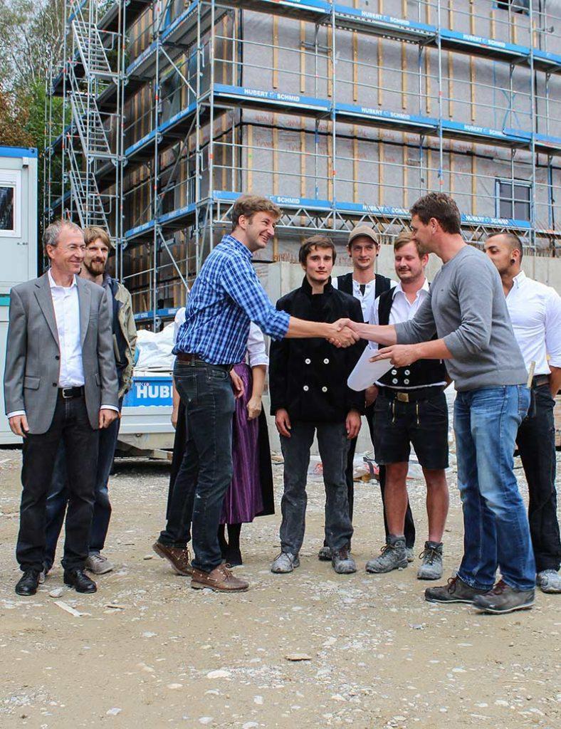 U.a. Architekt Schankula, Martin Okrslar und Zimmerer Fa. Huber Schmid in Weilheim.